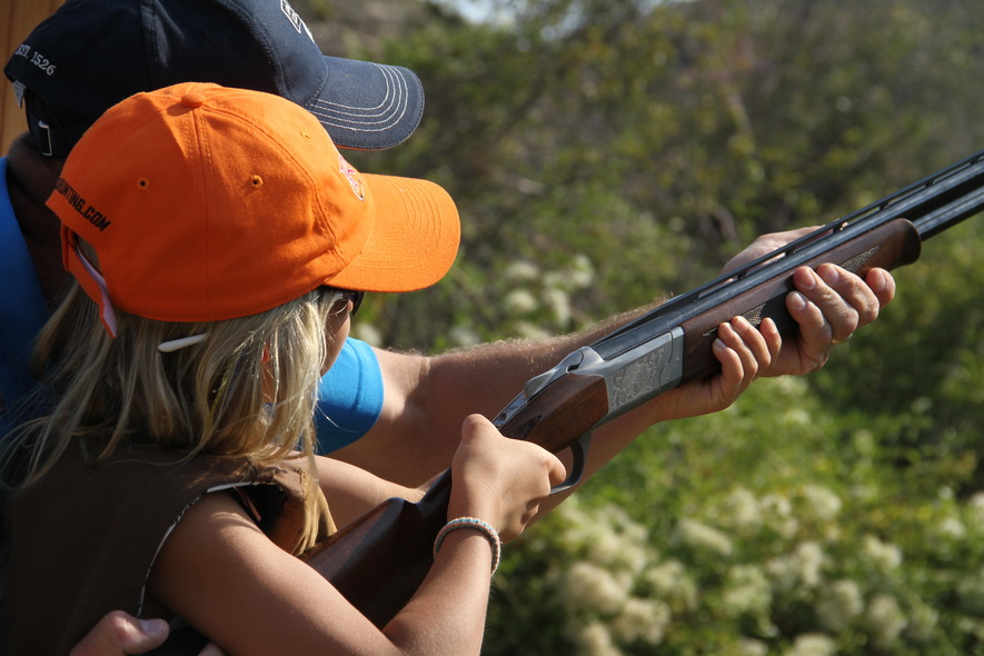 learn to shoot a shotgun at clay pigeons