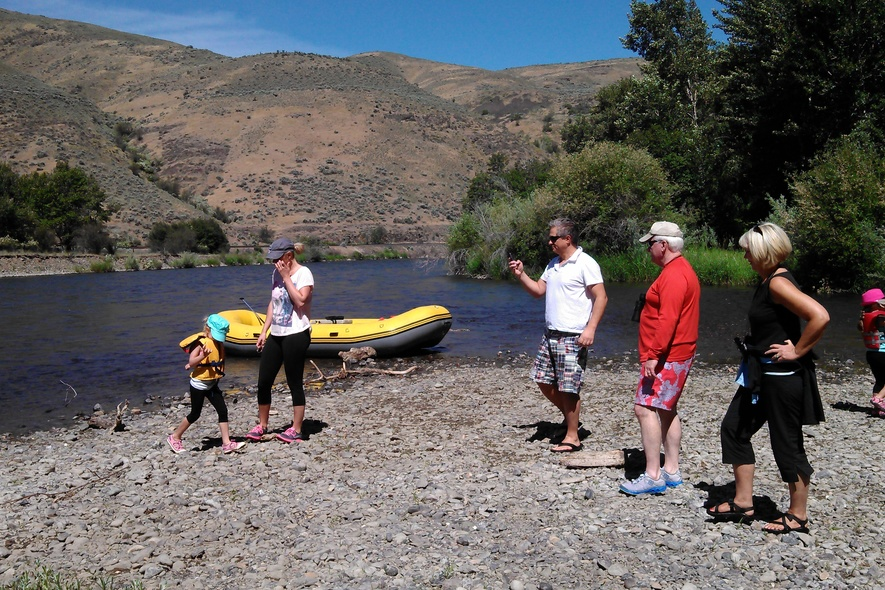 river raft rental in the yakima canyon